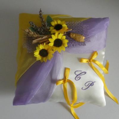 """Coussin mariage """"provençal"""" parme lavande tournesols jaunes"""