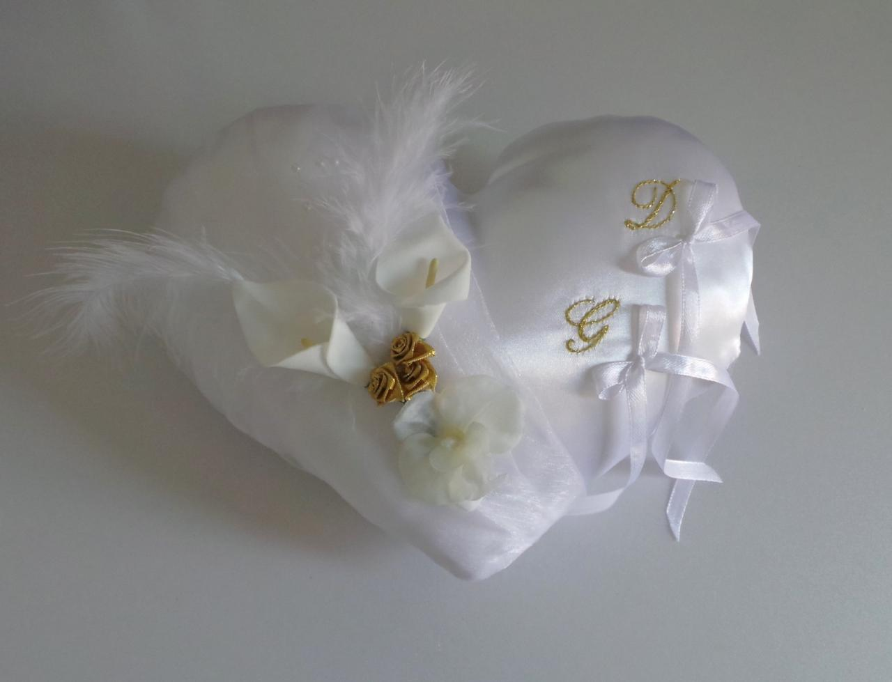 Coussin de mariage coeur blanc et or