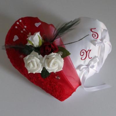 Coussin alliances coeur organza et dentelle rouge