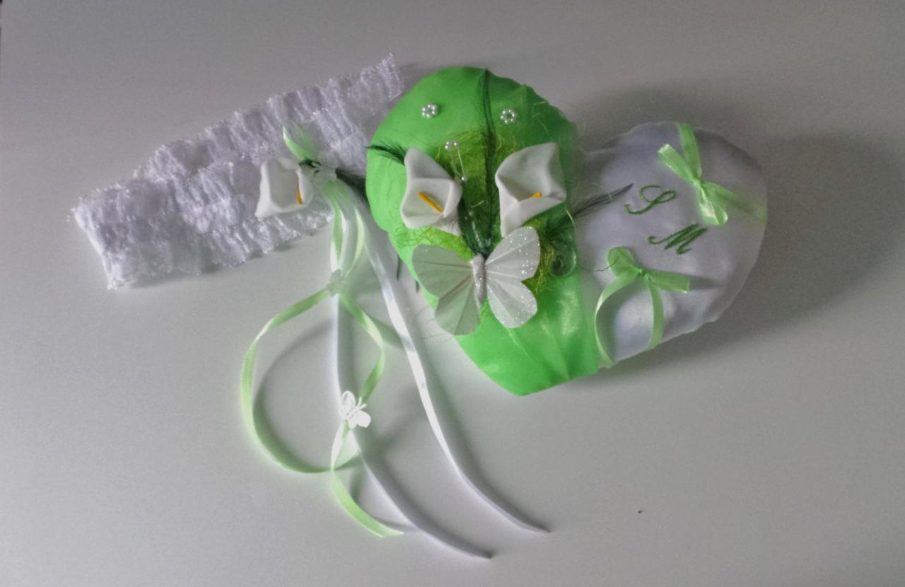 Coussin mariage  papillon coeur vert  et jarretière