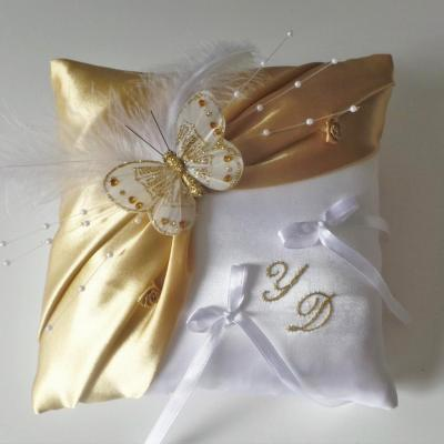 coussin alliance mariage papillon or