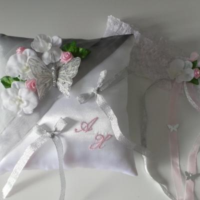 Joli coussin pour léchange des anneaux, mariage thème papillon