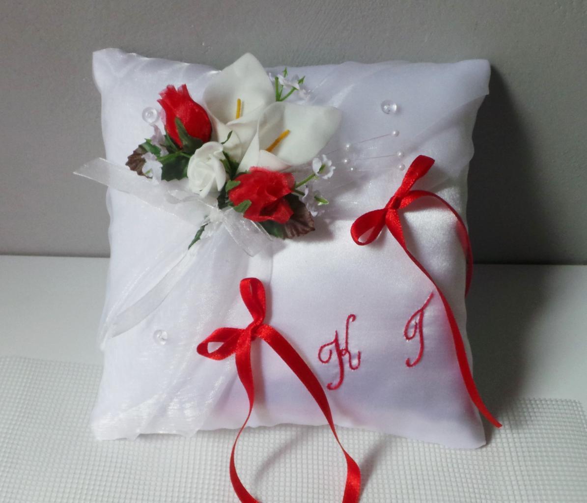 coussin alliance mariage rouge et blanc id es et d 39 inspiration sur le mariage. Black Bedroom Furniture Sets. Home Design Ideas