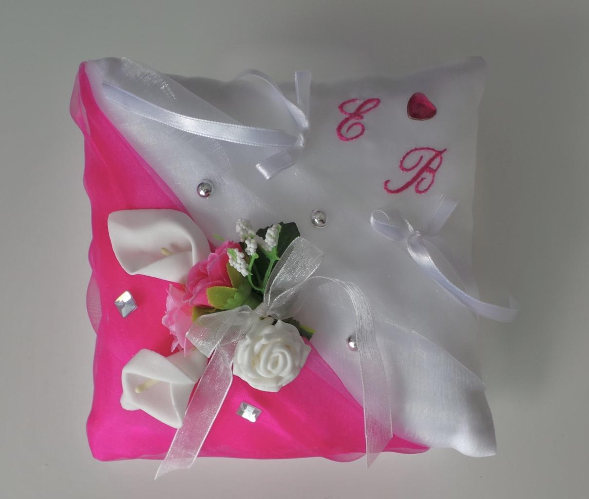 coussin alliance mariage papillon fuchsia blanc personnalisé