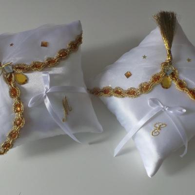 Coussin d'alliances oriental blanc et or, doré