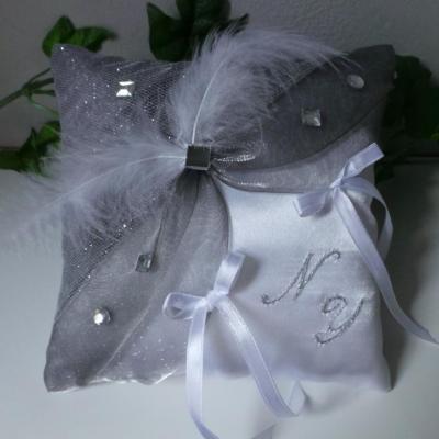 Coussin de mariage gris argenté pailleté