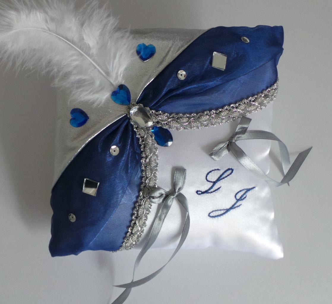 Coussin de mariage bleu argent