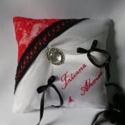 coussin alliance dentelle rouge blanc noir style cabaret