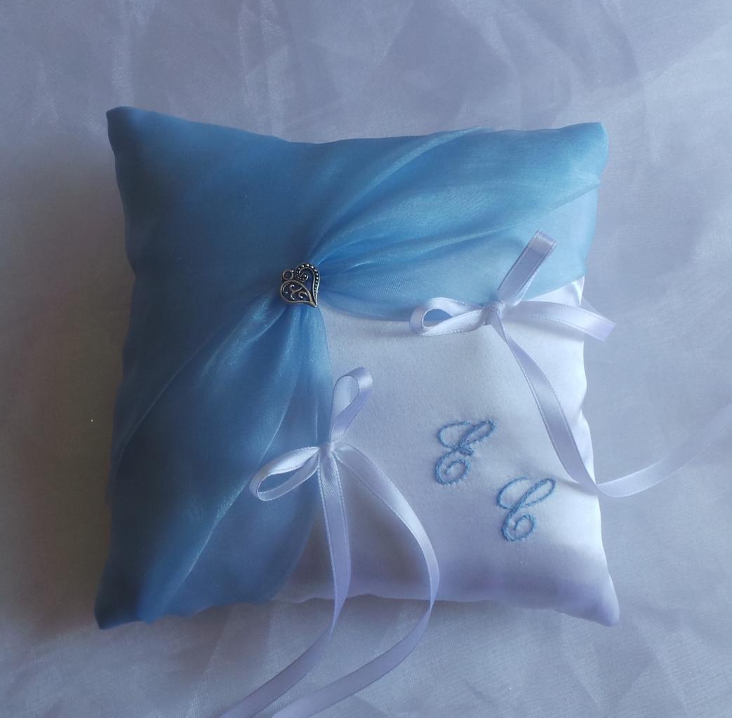 coussin alliances bleu clair, bleu ciel romantique personnalisé