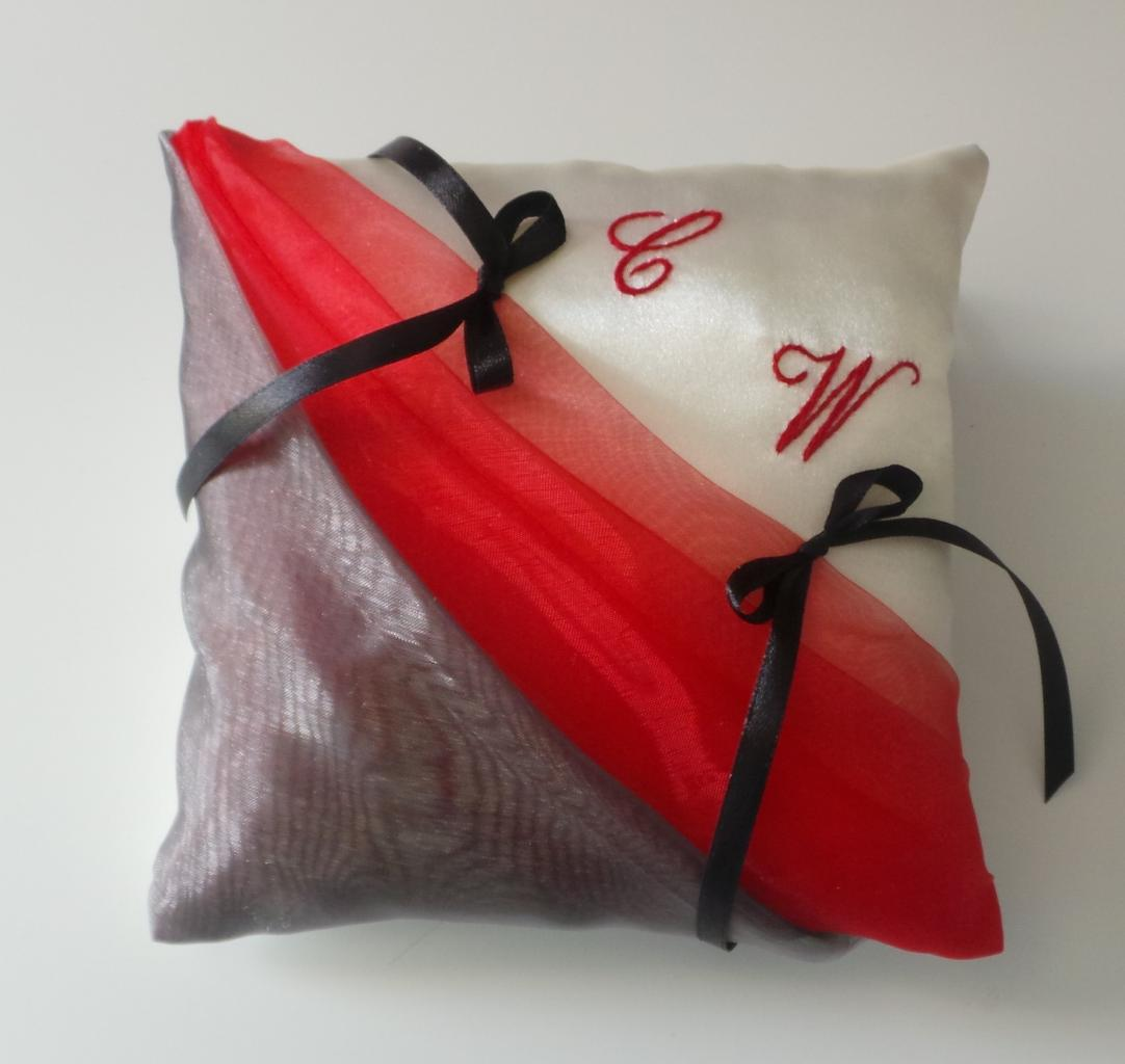 coussin alliances rouge gris 2. Black Bedroom Furniture Sets. Home Design Ideas
