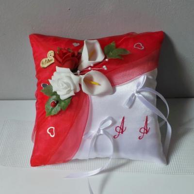Coussin porte alliances romantique rouge et blanc (2)