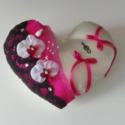 coussin mariage coeur fuchsia dentelle noire