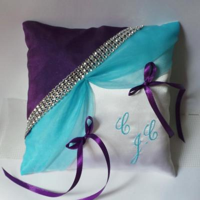 Coussin alliances turquoise prune galon strass