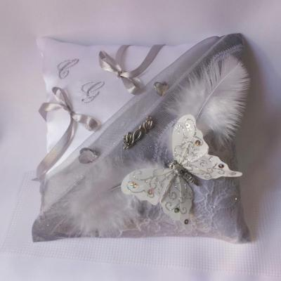 coussin mariage papillon love dentelle