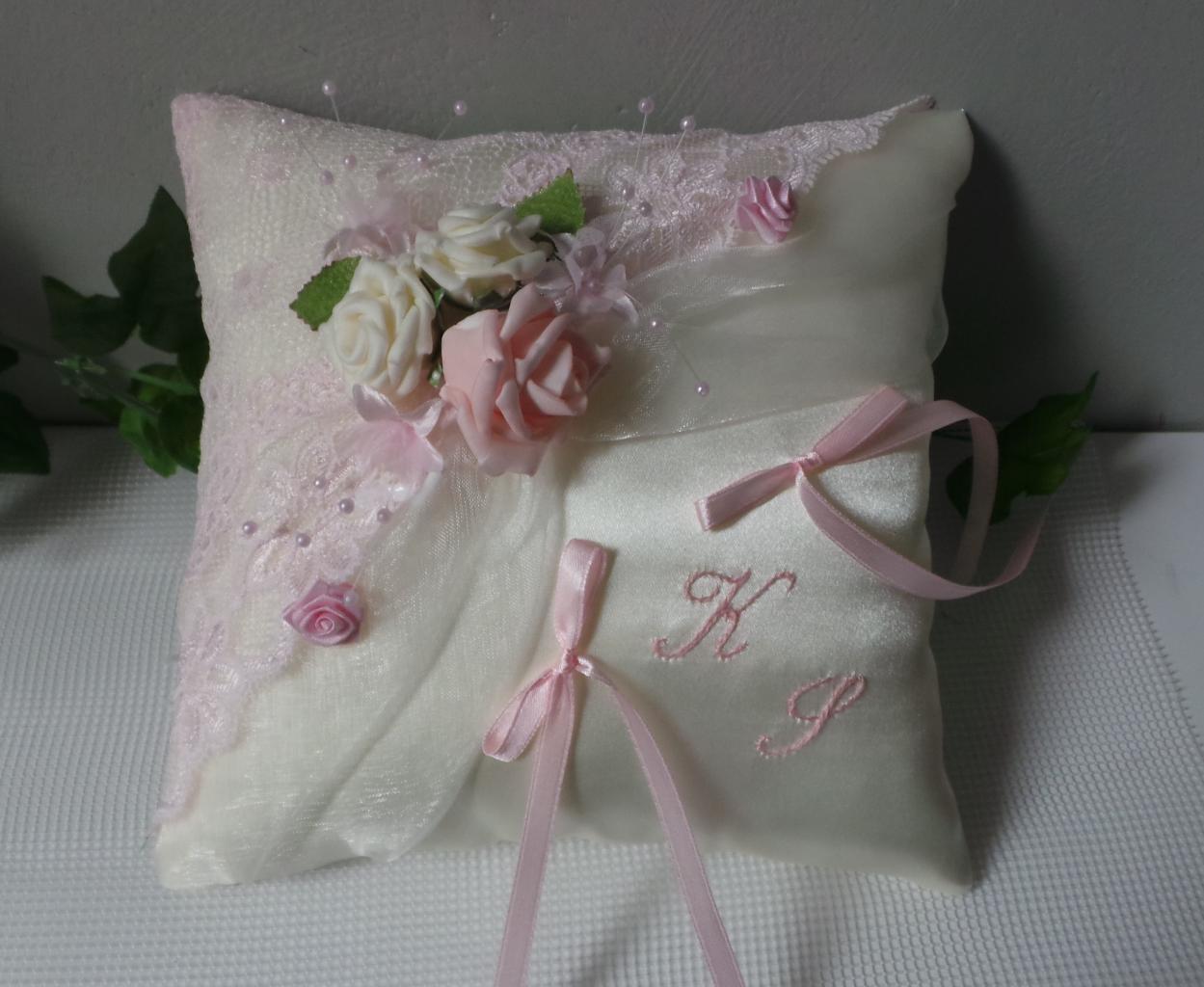 coussin d 39 alliances chic rose p le romantique personnalis. Black Bedroom Furniture Sets. Home Design Ideas