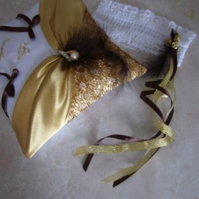 Détail coussin drapé satin et dentelle or