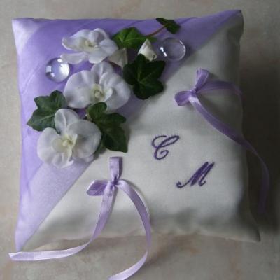 coussin alliance plissé organza parme, orchidées blanches