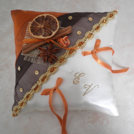 Coussin d'alliances  chocolat orange et or