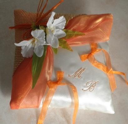 Coussin alliances orange et or satin luxe ivoire