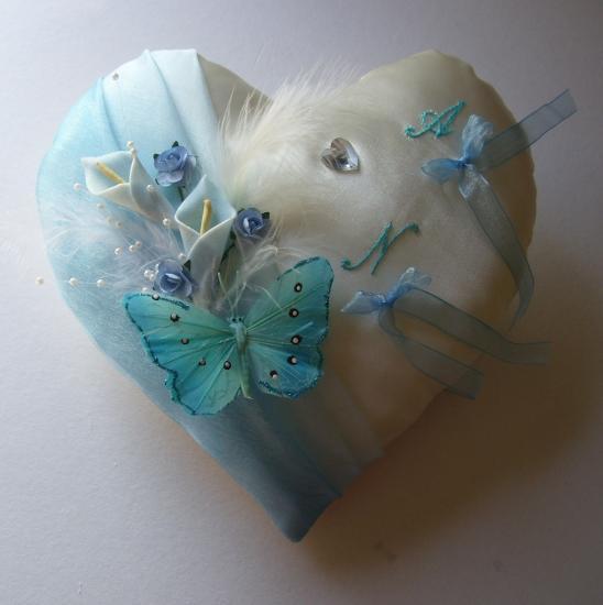 coussin alliances coeur, papillon dégradé de bleus