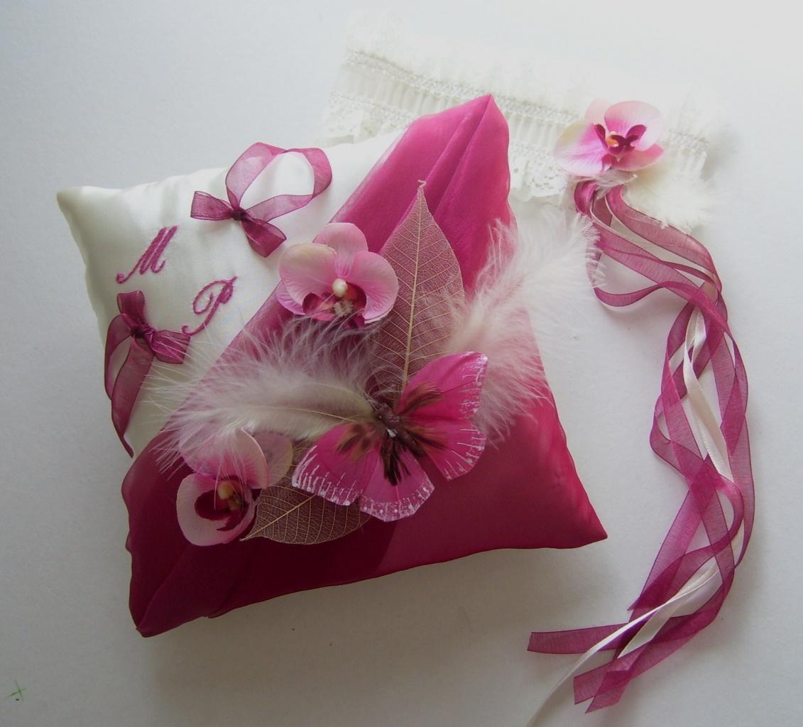 """Coussin alliances """"papillon"""" framboise et orchidées, jarretière"""