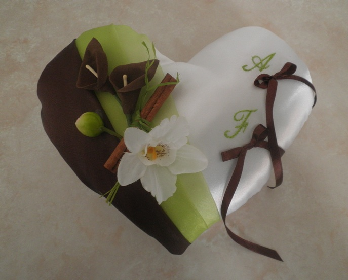 Coussin porte alliances coeur chocolat anis