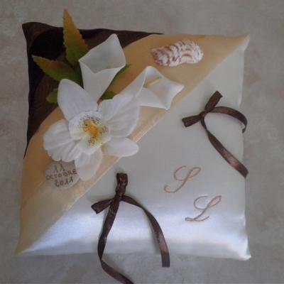 coussin alliances beige marron orchidée arums coquillages