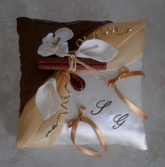 Coussin alliances marron chocolat beige et or