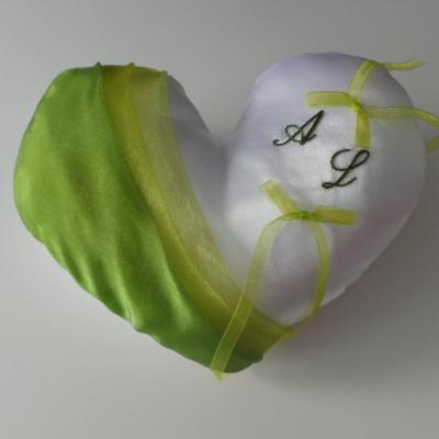 Coussin alliances coeur vert anis et vert feuillage