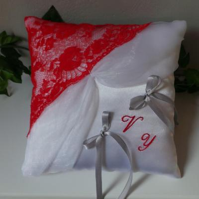 coussin mariage dentelle rouge organza blanc