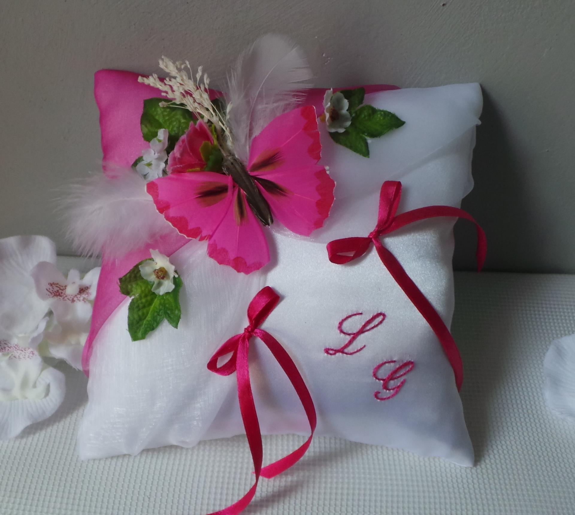 coussin alliance mariage papillon id es et d 39 inspiration sur le mariage. Black Bedroom Furniture Sets. Home Design Ideas