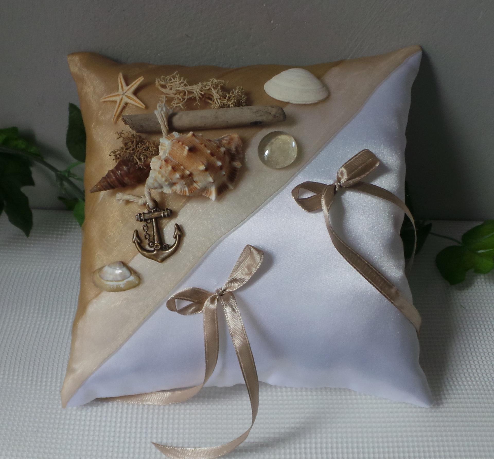 Coussin alliance mariage ivoire chocolat id es et d for Idee deco kingersheim