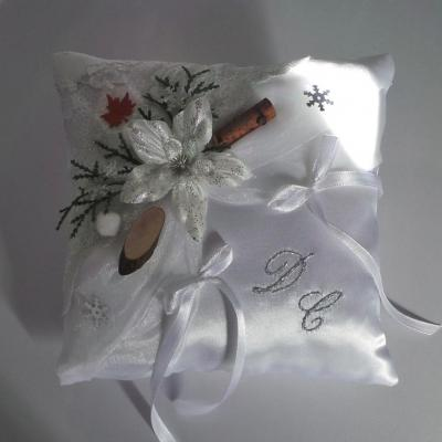 Coussin alliance mariage blanc 5