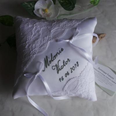 Coussin mariage alliances chic dentelle blanc ivoire