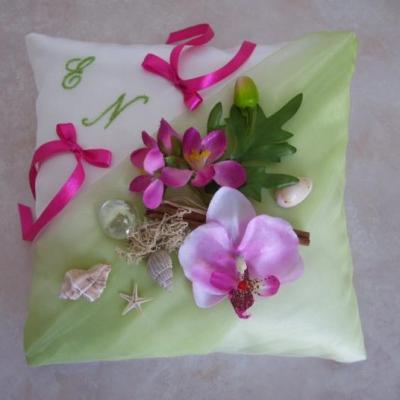 Coussin mariage exotique vert clair fuchsia
