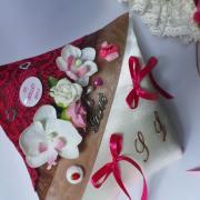 Coussin mariage gourmandise chocolat dentelle fuchsia 3
