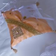 Coussin mariage oriental or peche saumon 3