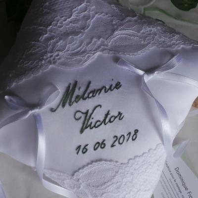Les prenoms brodés à la main + date du mariage