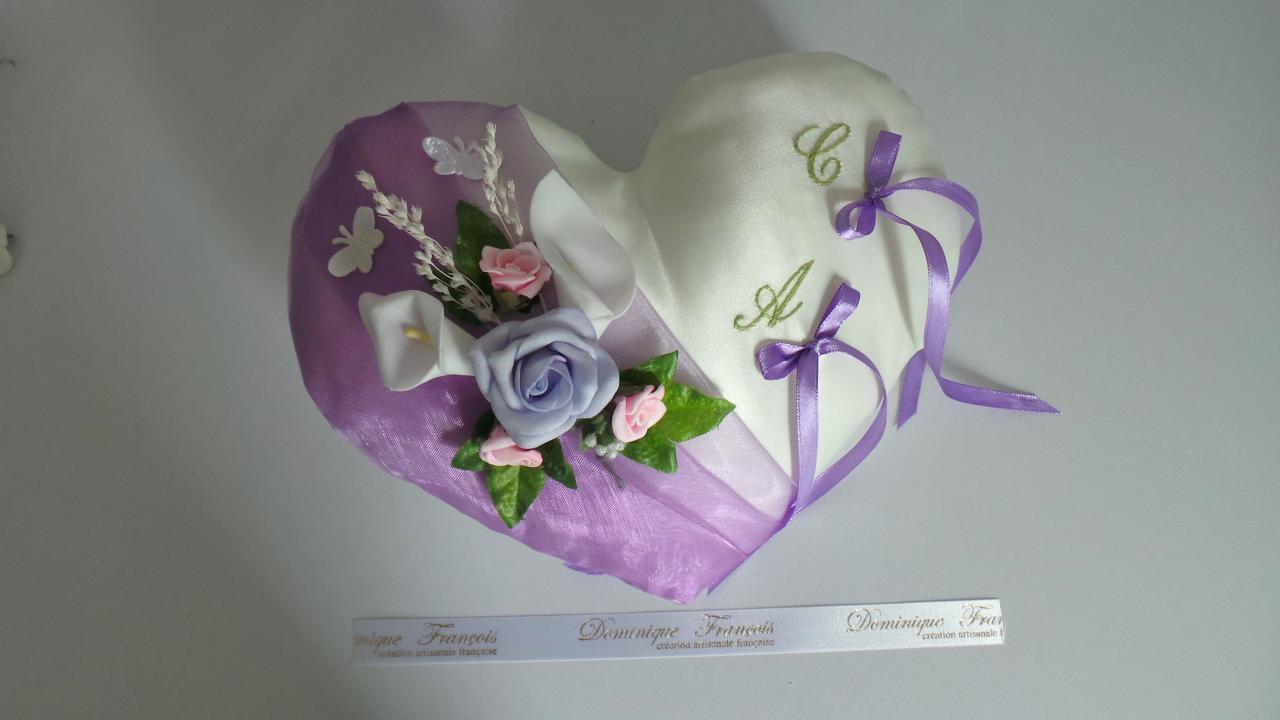 Coussin mariage coeur romantique parme, fleurs, papillons