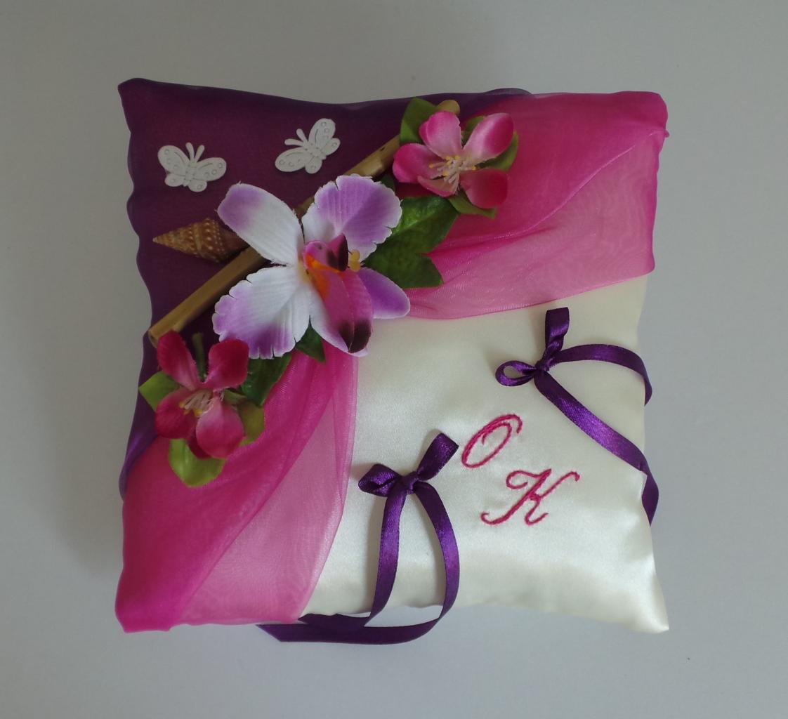 Coussin alliance champêtre fuchsia violet fleuri fait main