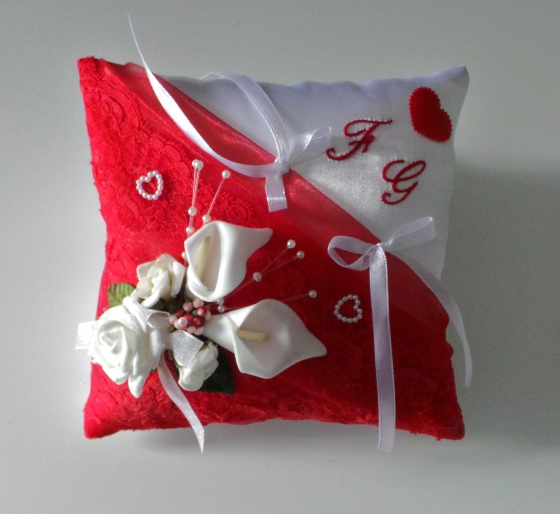 coussin alliance amour dentelle rouge romantique