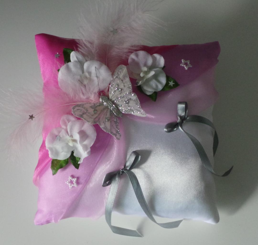 Coussin de mariage papillon argent lilas fuchsia blanc ou ivoire
