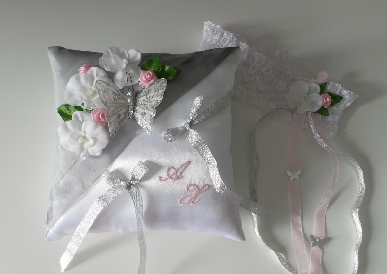 Joli coussin pour l'échange des anneaux, mariage thème papillon