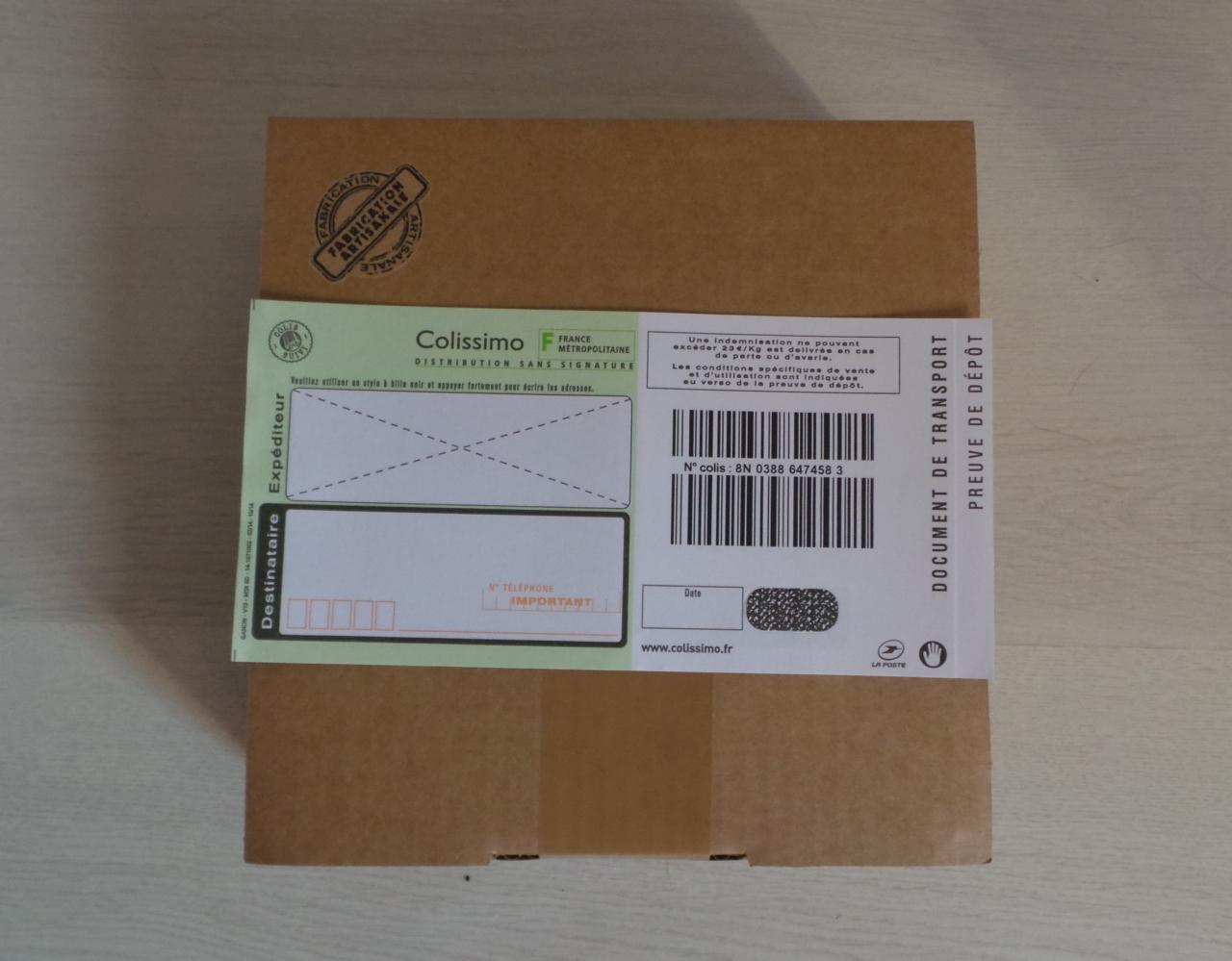 Emballage cartonné + bordereau colissimo suivi