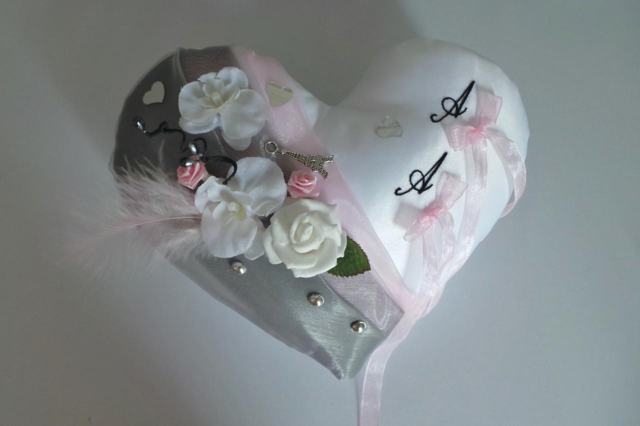 Coussin de mariage porte alliance coeur gris rose noir thème Paris