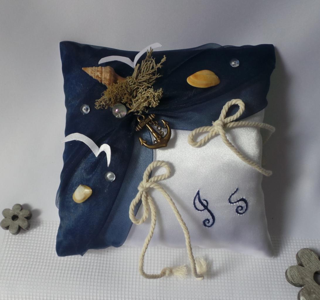 Coussin porte alliances de mariage bleu nuit marine décoration thème mer
