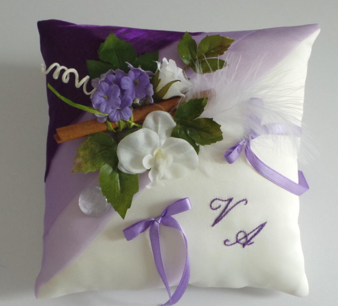 Coussin de mariage champêtre violet parme