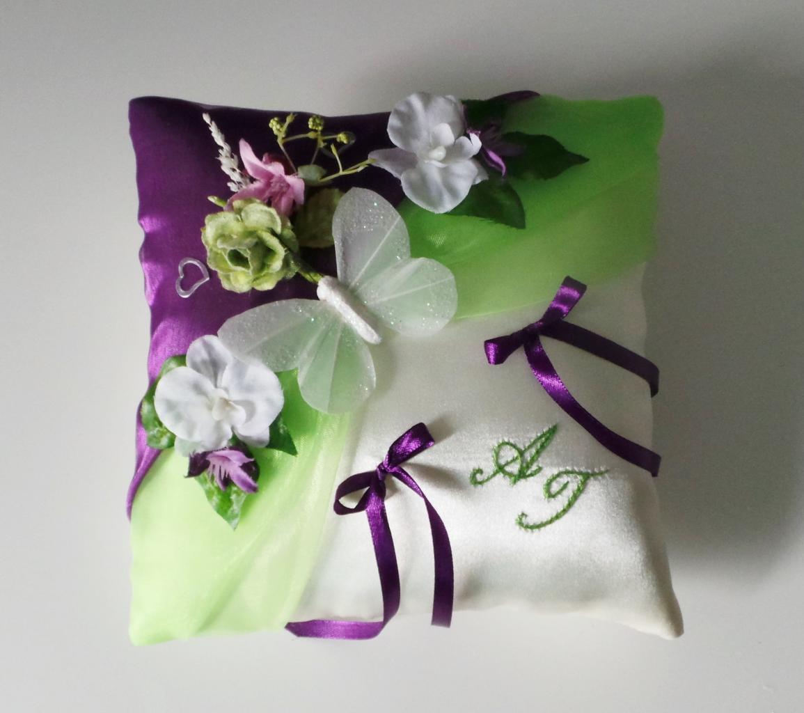 Coussin de mariage champêtre anis violet