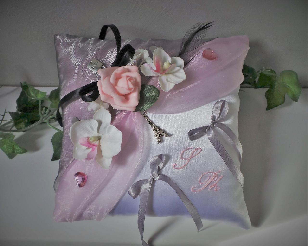 Coussin de mariage porte alliance rose et gris thème Paris