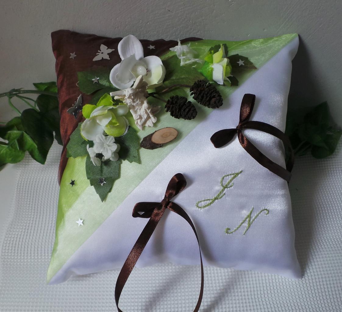 Coussin porte alliance de mariage anis chocolat thème forêt enchantée
